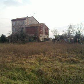 Grande rustico tra lucca e capannori con ampio terreno