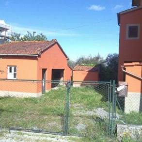 Villa liberty con capanna, cantina e giardino sui 4 lati