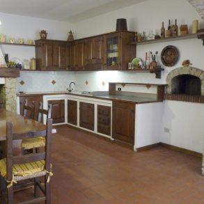 Rustico con ampia taverna e terreno