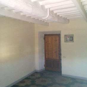 Casa di corte con resede privata e 3 – 4 posti auto