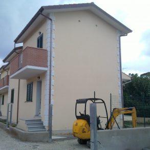 Villa nuova di fine schiera con ampio giardino su 3 lati