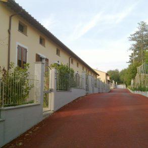 Grande villa centrale di schiera a Monte S.Quirico