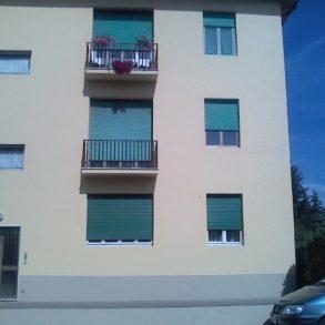 Appartamento con  3 camere garage e giardino