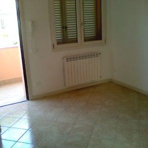 Appartamento con sala e ampia cucina separate