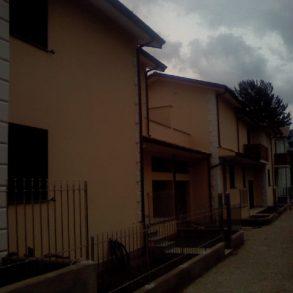 Villa a schiera nuova con giardino, garage ed ampia terrazza