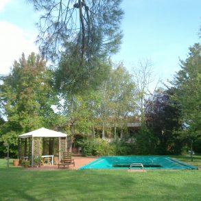 Grande villa con piscina ed ampio parco, vicina al centro