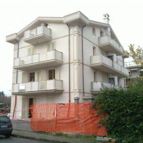 Duplex divisibile in 2 unità con cantina e garage