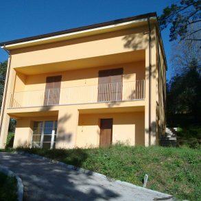 villa in collina ottima per 2 famiglie