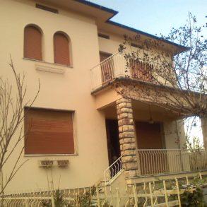 Villa singola con ampio giardino e grande terrazza