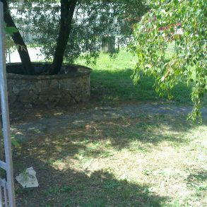 Rustico in pietra con ampio terreno a vicopelago