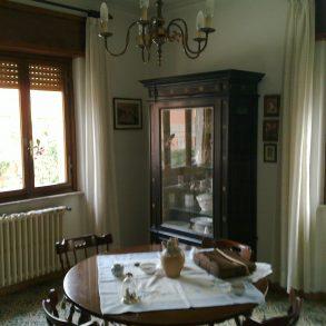 Villa singola con 2 appartamenti e garage