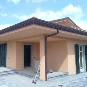 Villa singola nuova con giardino sui 4 lati a Lunata