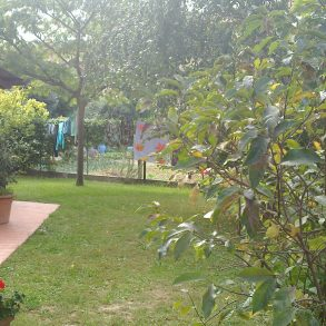 Grande villa singola con taverna e giardino