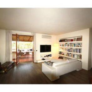 Attico in complesso residenziale con ampia terrazza