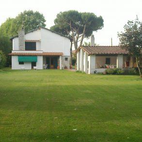 Grande villa singola con parco sui 4 lati