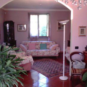 Villa singola con giardino su 4 lati