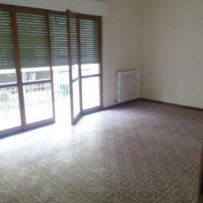 Appartamento con 3 camere 2 bagni e garage a S.Anna