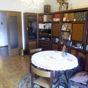 Appartamento con 3 camere matrimoniali, ampia terrazza e garage
