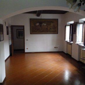 Appartamento indipendente con garage e giardino privato