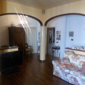 Appartamento ristrutturato con 2 balconi e garage a S.Anna