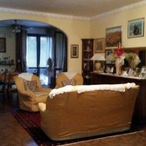 Appartamento con 3 camere, ampia terrazza, garage e cantina