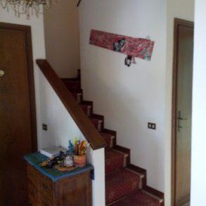Villa bifamiliare con garage ed ampio giardino