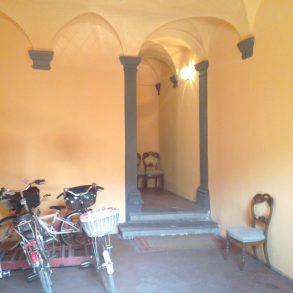 Appartamento con ampia terrazza ed affacci su piazza