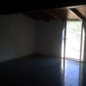 Appartamento indipendente con grande veranda esterna