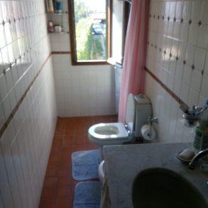 Terratetto d'angolo con giardino, capanna e garage