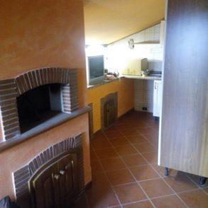 Villa singola, divisa in 3 appartamenti