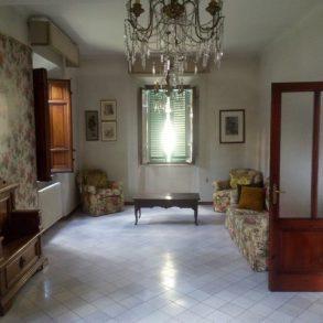 Villa liberty con giardino, garage e dependance