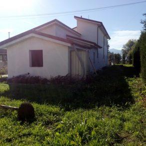Villa singola per 2 unità indipendenti