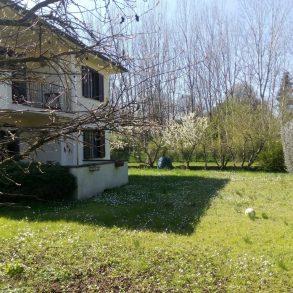 Villa bifamiliare con ampio giardino a S.Alessio