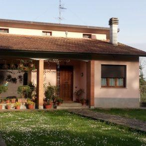 Villa ben ristrutturata con ampio giardino