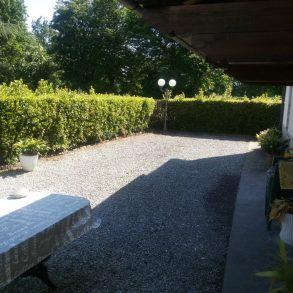 Finale di corte con ampio giardino