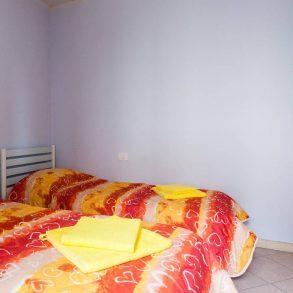 Appartamento con 2 camere e giardino