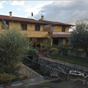 Villa con ampia taverna, giardino e porticato