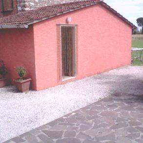 Fine corte con ampio giardino e garage