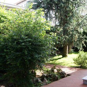 Villa liberty con giardino su 4 lati vicino mura