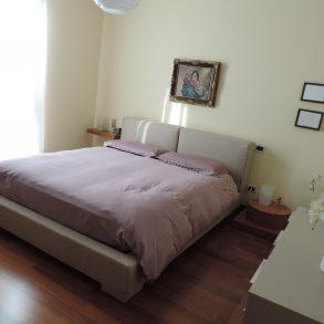 Appartamento con ampia terrazza in stabile bifamiliare