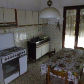 Terratetto bifamiliare con 2 appartamenti e giardino