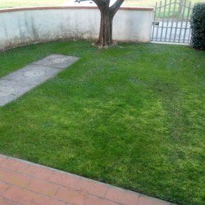 Terratetto d'angolo con garage e giardino privato