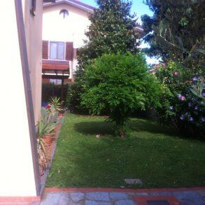 Villa a schiera d'angolo con giardino su 3 lati