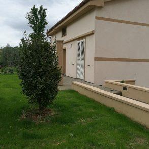Villa singola di nuova costruzione con giardino