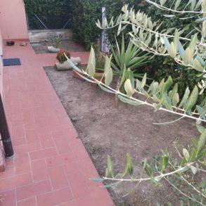 Villetta d'angolo in piccolo residence con giardino