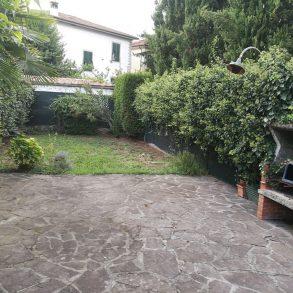 Appartamento in villa liberty fronte mura con giardino
