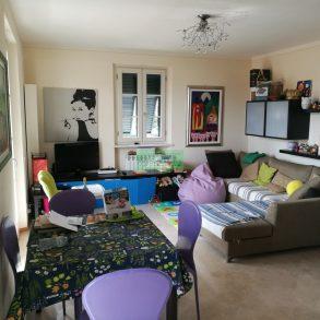 Appartamento di recente costruzione arredato di cucina