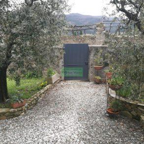 Villetta singola con giardino sui 4 lati