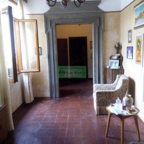 Appartamento di 100 mq, luminoso in centro storico