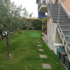 Appartamento in bifamiliare con giardino e garage